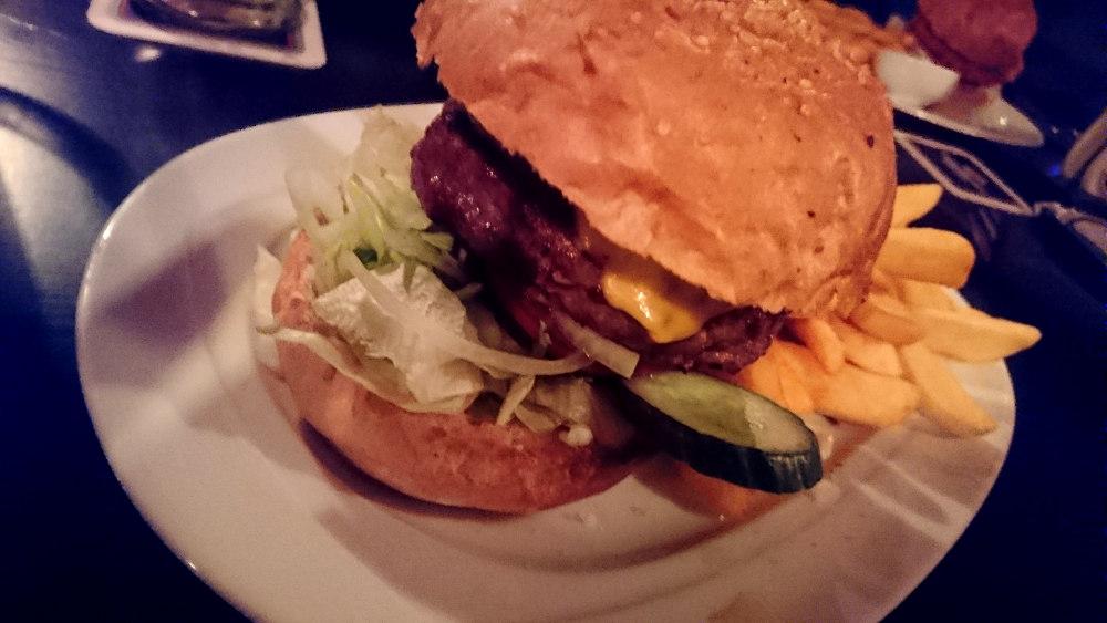 Cheesburger im 349er in Luhe-Wildenau